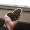 Linka na čištění drátků po recyklaci pneumatik - vyčištěná guma